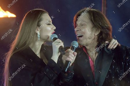 Singer Juergen Drews (R) and his daughter Joelina perform during the live broadcast of the New Year's eve show 'Welcome 2021' (Willkommen 2021) by public German TV broadcasting station ZDF, at the Brandenburg in Berlin, Germany, 31 December 2020. Due to restrictive measures taken to fight the coronavirus crisis, no spectators were allowed to attend the New Year's Eve show at the Brandenburg Gate during the turn of the year 2020/2021. The ZDF decided to sacrifice the usually launched fireworks. Firecracker ban zones have been erected due to infection control reasons to avoid crowds of people. Besides that, casualties of fireworks shall be avoided due to already overcharged hospitals.