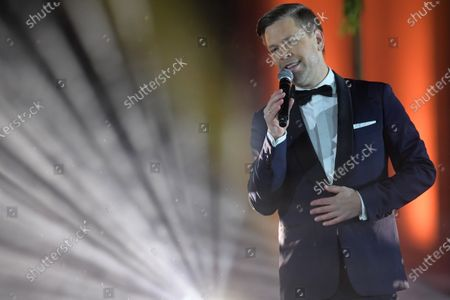 Singer Tom Gaebel performs during the live broadcast of the New Year's eve show 'Welcome 2021' (Willkommen 2021) by public German TV broadcasting station ZDF, at the Brandenburg in Berlin, Germany, 31 December 2020. Due to restrictive measures taken to fight the coronavirus crisis, no spectators were allowed to attend the New Year's Eve show at the Brandenburg Gate during the turn of the year 2020/2021. The ZDF decided to sacrifice the usually launched fireworks. Firecracker ban zones have been erected due to infection control reasons to avoid crowds of people. Besides that, casualties of fireworks shall be avoided due to already overcharged hospitals.