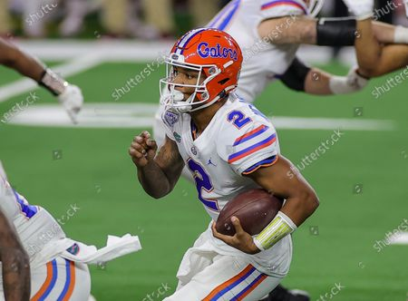 Arlington, TX..Florida Gators quarterback Anthony Richardson (2) in action during the Florida Gators, versus the Oklahoma Sooners college football game, at the Goodyear Cotton Bowl, in Arlington, Texas on , 2020. (Mandatory Credit: Tommy Hays / MarinMedia.org / Cal Sport Media) (Absolute Complete photographer, and credits required)..Television, or For-Profit magazines Contact MarinMedia directly