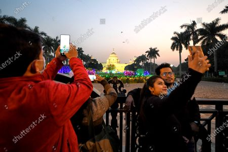 Visitors take selfies outside Victoria Memorial Hall which is a famous Tourist spot in Kolkata. Victoria Memorial inscribed as a World Heritage Site by UNESCO built in 1906 to 1921 in memory of Queen Victoria the Empress of India.
