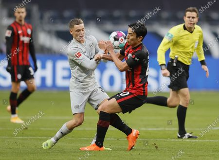 Stock Image of Leverkusen's Santiago Arias (L) in action against Frankfurt's Makoto Hasebe (R)  during the German Bundesliga soccer match between Eintracht Frankfurt and Bayer 04 Leverkusen in Frankfurt, Germany, 02 January 2021.