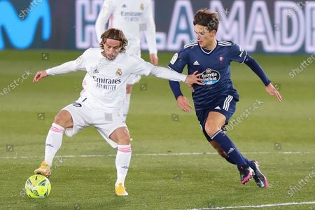 Real Madrid's Luka Modric (L) vies with Celta Vigo's Denis Suarez during a Spanish league football match between Real Madrid and Celta Vigo in Madrid, Spain, on Jan. 2, 2021.