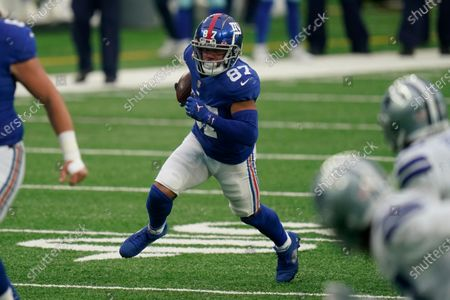 New York Giants' Sterling Shepard, center, runs the ball for a touchdown during the first half of an NFL football game against the Dallas Cowboys, in East Rutherford, N.J