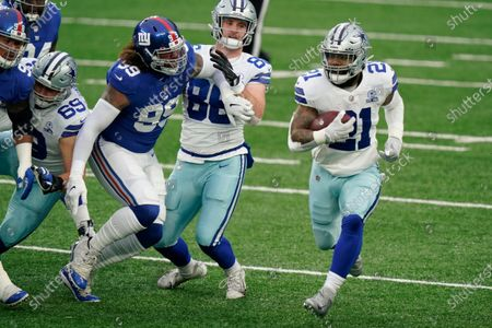 Dallas Cowboys' Ezekiel Elliott (21) runs the ball during the first half of an NFL football game against the New York Giants, in East Rutherford, N.J