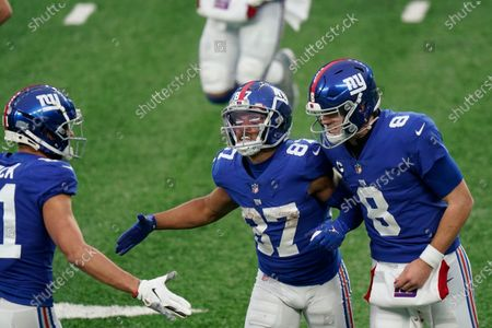 New York Giants' Sterling Shepard, center, celebrates his touchdown during the first half of an NFL football game against the Dallas Cowboys, in East Rutherford, N.J