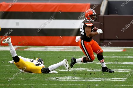 Stock Picture of Cleveland Browns running back Nick Chubb (24) runs past Pittsburgh Steelers linebacker Marcus Allen (27) during an NFL football game, in Cleveland. Cleveland defeated Pittsburgh 24-22