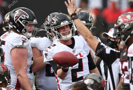 Atlanta Falcons quarterback Matt Ryan (2) celebrates his score against the Tampa Bay Buccaneers during the second half of an NFL football game, in Tampa, Fla