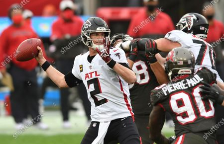 Atlanta Falcons quarterback Matt Ryan (2) throws a pass against the Tampa Bay Buccaneers during the second half of an NFL football game, in Tampa, Fla