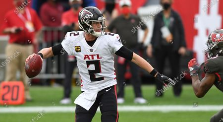 Atlanta Falcons quarterback Matt Ryan (2) looks to pass against the Tampa Bay Buccaneers during the second half of an NFL football game, in Tampa, Fla