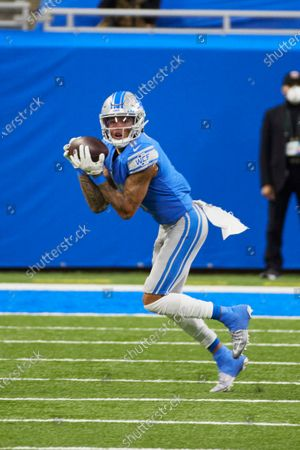 Detroit Lions wide receiver Marvin Jones (11) makes a reception against the Minnesota Vikings during an NFL football game, in Detroit