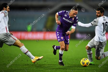 "Roberto Soriano (Bologna)Franck Ribery (Fiorentina)Andrea Poli (Bologna)            during the Italian ""Serie A"" match between Fiorentina 0- 0 Bologna  at  Artemio Franchi Stadium on january 03 , 2021 in Florence, Italy."