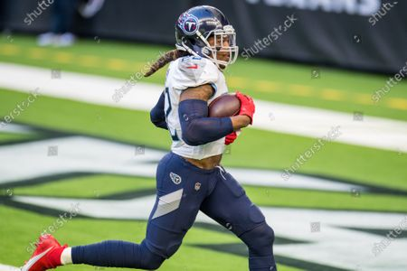 Tennessee Titans running back Derrick Henry (22) rushes for a 52-yard touchdown during the 2nd quarter of an NFL football game between the Tennessee Titans and the Houston Texans at NRG Stadium in Houston, TX
