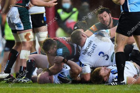 Tom Youngs of Leicester Tigers and Tom Dunn of Bath Rugby get to know each other