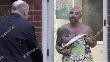 Coronation Street - Ep 10221 Wednesday 13th January 2021 - 1st Ep A police officer calls to question Tim Metcalfe, as played by Joe Duttine, about the rucksack found in Gary's possession, revealing it contained the weapon used in the attack on Adam.