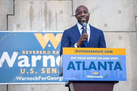 Democratic senate candidate Reverend Raphael speaks to labor supporters at a canvas launch in Atlanta, Georgia on election day, January 5th.