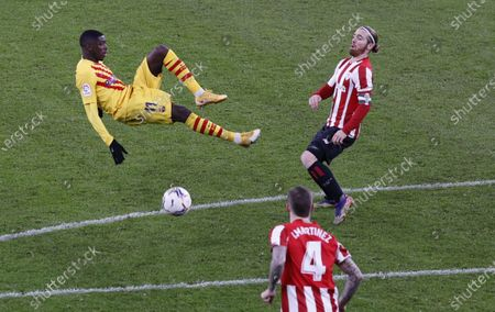 FC Barcelona's striker Ousmane Dembele (L) vies for the ball with Athletic Bilbao's striker Iker Muniain (R) during the Spanish LaLiga soccer match between Athletic Bilbao and FC Barcelona held at San Mames stadium, in Bilbao, northern Spain, 06 January 2021.