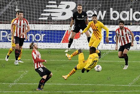 Athletic Bilbao's Iker Muniain, left, fights for the ball with Barcelona's Ousmane Dembele, right, during the Spanish La Liga soccer match between Athletic Bilbao and Barcelona at San Mames stadium in Bilbao, Spain