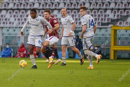 Adrian Tameze of Hellas Verona FC and Karol Linetty of Torino FCduring the Serie A football match between Torino FC and Hellas Verona FC at Stadio Olimpico Grande Torino on January 6, 2021 in Turin, Italy. Sporting stadiums around Italy remain under strict restrictions due to the Coronavirus Pandemic as Government social distancing laws prohibit fans inside venues resulting in games being played behind closed doors