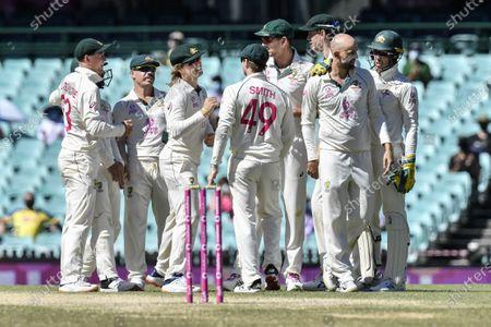 captain Tim Paine of Australia congratulate Nathan Lyon on taking the wicket of Ajinkya Rahane of India; Sydney Cricket Ground, Sydney, New South Wales, Australia; International Test Cricket, Third Test Day Five, Australia versus India.