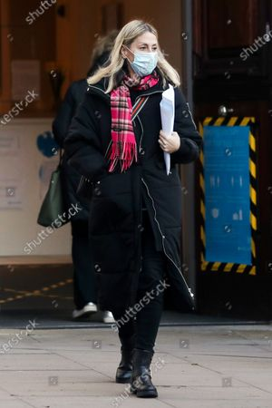 Exclusive - Nicole Appleton and her boyfriend visit a bank and while they were inside they got a parking ticket.