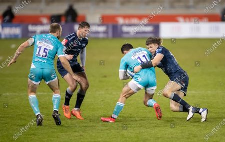 Nick David of Worcester Warriors is tackled by Sam James of Sale Sharks; AJ Bell Stadium, Salford, Lancashire, England; English Premiership Rugby, Sale Sharks versus Worcester Warriors.