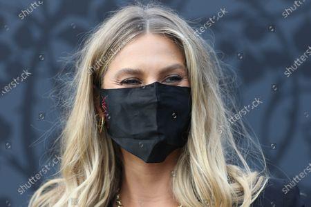 Natalie Roser wearing her face mask