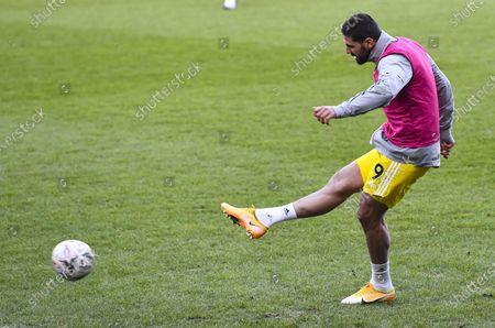 Aleksandar Mitrovic of Fulham warming up