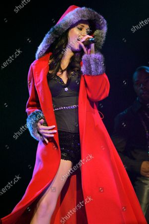 Zdjęcie stockowe: Jadyn Douglas (previously known as Jadyn Maria) performs during Macy's Glamorama held at the Chicago Theater in Chicago, IL. on August 21, 2009.