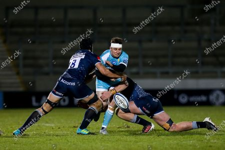 Duncan Weir of Worcester Warriors is tackled