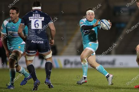 Duncan Weir of Worcestor Warriors  during the Gallagher Premiership Rugby match between Sale Sharks and Worcester Warriors at the AJ Bell Stadium, Eccles