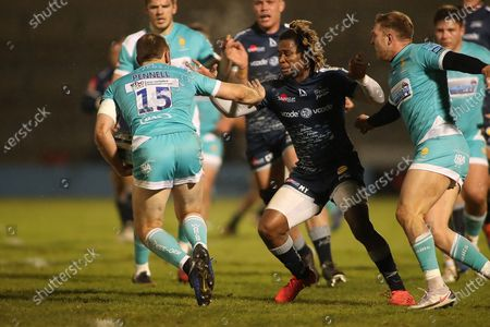 Stock Photo of Chris Pennell of Worcestor avoids Marland Yarde of Sale during the Gallagher Premiership Rugby match between Sale Sharks and Worcester Warriors at the AJ Bell Stadium, Eccles