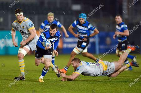 Ben Spencer of Bath Rugby gets past Tom West of Wasps