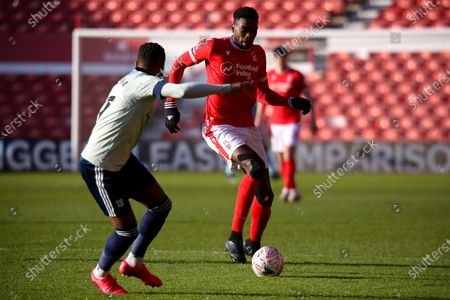 Cafu of Nottingham Forest looks to get past Leandro Bacuna of Cardiff City
