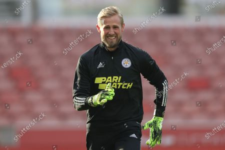 Kasper Schmeichel #1 of Leicester City  warms up for the game