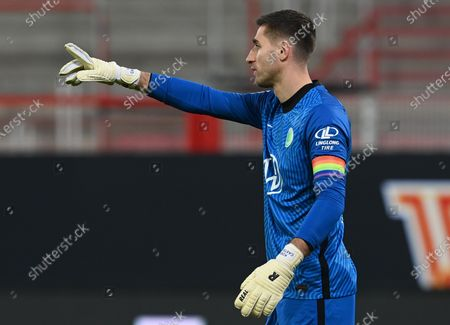 Wolfburg's goalkeeper Koen Casteels reacts during the German Bundesliga soccer match between 1. FC Union Berlin and VfL Wolfsburg in Berlin, Germany, 09 January 2021.
