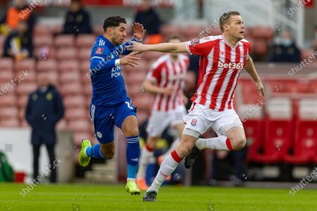 Leicester City Forward Ayoze Pérez (17) and Stoke City Defender Ryan Shawcross(17) during the FA Cup match between Stoke City and Leicester City at the Bet365 Stadium, Stoke-on-Trent