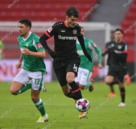 Bremen's Milos Veljkovic (L) in action against Leverkusen's Patrik Schick (R) during the German Bundesliga soccer match between Bayer 04 Leverkusen and SV Werder Bremen in Leverkusen, Germany, 09 January 2021.