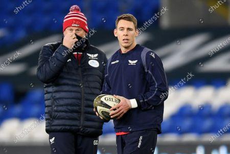 Scarlets head coach Glenn Delaney and Liam Williams of Scarlets.
