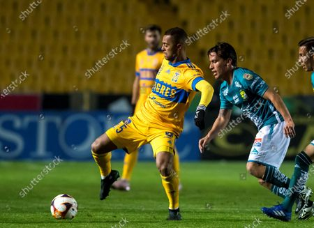 Rafael de Souza (L) of Tigres UANL in action against Fernando Gonzalez (R) of Leon, during the Liga MX Clausura Tournament soccer match between Tigres UANL and Leon at the University Stadium in San Nicolas de los Garza, Mexico, 09 January 2021.