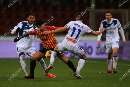 Gianluca Lapadula (Benevento) and Remo Freuler (Atalanta) in action during the Serie A match between Benevento Calcio and Atalanta BC at Stadio Comunale Ciro Vigorito on January 09, 2021 in Benevento, Italy.