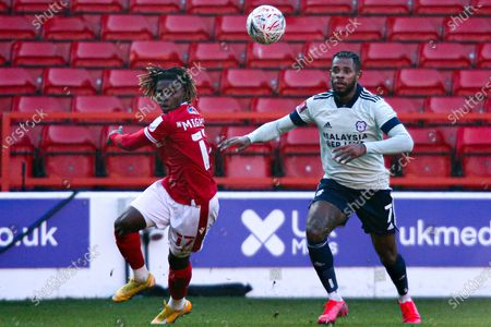Alex Mighten of Nottingham Forest and Leandro Bacuna of Cardiff City chase down the ball