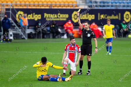 "Yellow card for Alberto Rodriguez ""Tachi"" of Alaves during LaLiga, football match played between Cadiz Club Futbol and Deportivo Alaves at Ramon de Carranza Stadium on January 10, 2021 in Cadiz, Spain."