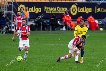 "Alberto Rodriguez ""Tachi"" of Alaves and Choco Lozano of Cadiz during LaLiga, football match played between Cadiz Club Futbol and Deportivo Alaves at Ramon de Carranza Stadium on January 10, 2021 in Cadiz, Spain."