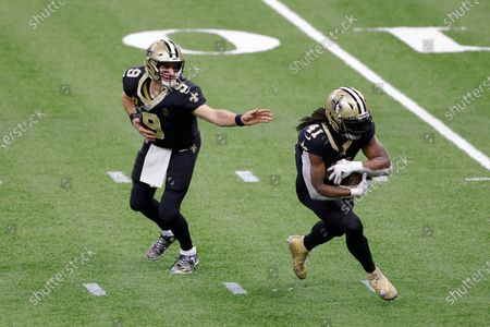 New Orleans Saints quarterback Drew Brees (9) hands the ball to running back Alvin Kamara (41) during an NFL wild-card playoff football game against the Chicago Bears, in New Orleans. The Saints defeated the Bears 21-9