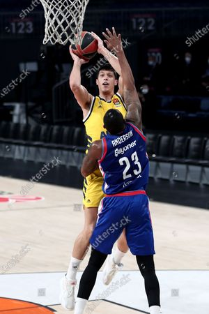 Alba Berlin's Simone Fontecchio (back) in action against Anadolu Efes' James Anderson  (front) during the EuroLeague basketball match between Anadolu Efes and Alba Berlin  in Istanbul, Turkey, 12 January 2021.
