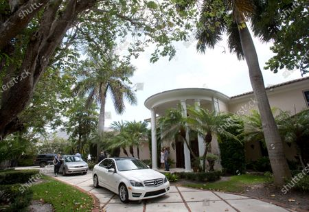 """The exterior of a South Florida home that once belonged to 1970's heartthrob David Cassidy appears in Fort Lauderdale, Fla. on . The home has been sold for $2.6 million. Cassidy rose to fame as a teen idol who starred in """"The Partridge Family."""" He died at age 67 in 2017"""
