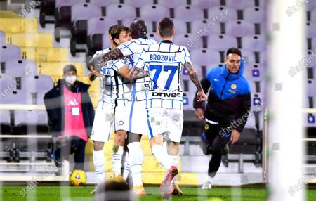 Inter's Romelu Lukaku (C) celebrates with teammates after scoring the 2-1 lead during the Italian Cup round of 16 soccer match between ACF Fiorentina and Inter Milan at Artemio Franchi stadium in Florence, Italy, 13 January 2021.