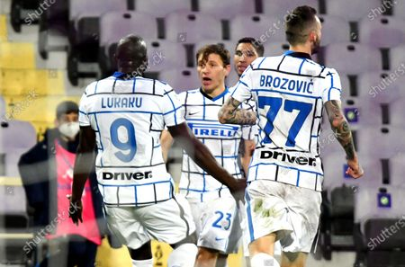Inter's Romelu Lukaku (L) celebrates with teammates after scoring the 2-1 lead during the Italian Cup round of 16 soccer match between ACF Fiorentina and Inter Milan at Artemio Franchi stadium in Florence, Italy, 13 January 2021.
