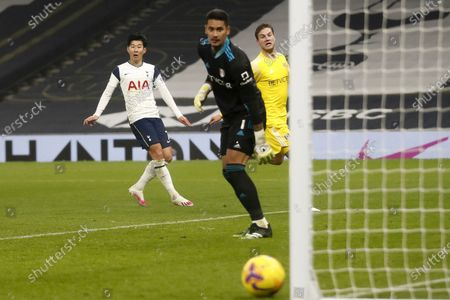 Tottenham's Son Heung-min (L) in action during the English Premier League soccer match between Tottenham Hotspur and Fulham FC in London, Britain, 13 January 2021.