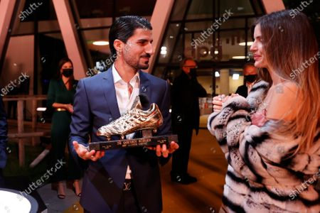 Golden Shoe winner Antwerp's Lior Refaelov and his wife Gal pictured during the 67th edition of the award ceremony, Wednesday 13 January 2021, in Antwerp, at the DPG Media headquarters. The Golden Shoe (Gouden Schoen / Soulier d'Or) is an award for the best soccer player of the Belgian Jupiler Pro League championship during the calender year 2020.